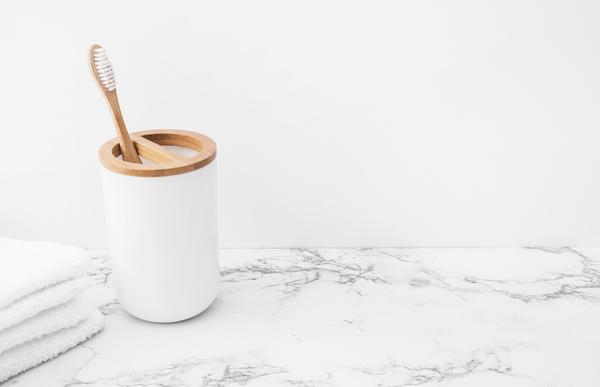 入れ歯の洗浄頻度・洗浄方法について