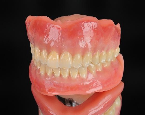 オリジナル人工歯について